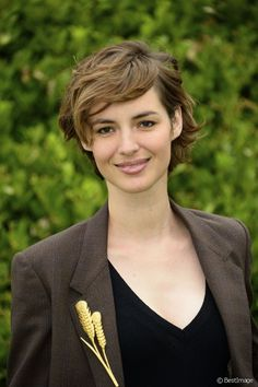 Short Hair Cuts For Round Faces, Round Face Haircuts, Short Hair Cuts For Women, Short Hairstyles For Women, Pretty Hairstyles, Hair A, Love Hair, Curly Hair Cuts, Curly Hair Styles
