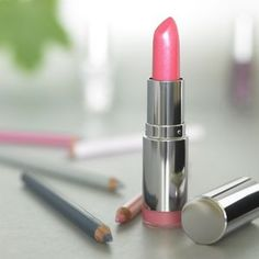 How to Make your own Non-toxic Lipstick at home...<3 this idea, gonna try it out!