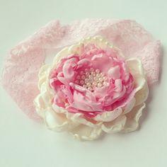Nye Håndlaget Blomst i Rosa og Krem Blondestrikk -Vintage Shabby Chic Hårbånd | Perfekt til fotografering