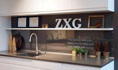 Glass over kjøkkenbenk Kitchen Backsplash, Kitchen Cabinets, Glass Kitchen, New Homes, House, Home Decor, Ideas, Modern, Decoration Home