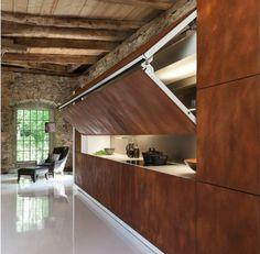 idées déco cuisine de style rustique moderne - murs en pierre et façades d'armoires en acier Corten http://tracking.publicidees.com/clic.php?progid=2221&partid=48172&dpl=https%3A%2F%2Fwww.gifi.fr%2Fcuisine-art-de-la-table%2Fcuisine.html