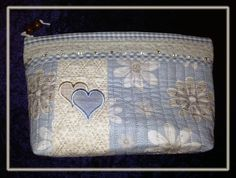 Both these purses are based on my pattern 'Sminkepung med åttebladsroser'......