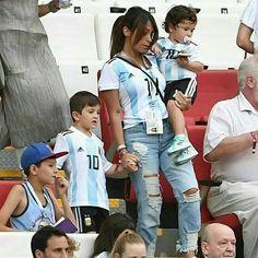 Lionel Messi Family, God Of Football, Antonella Roccuzzo, Leonel Messi, Messi 10, Fc Barcelona, Neymar, Ronaldo, Couple Goals