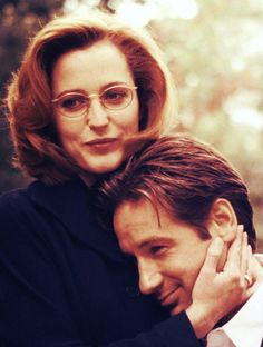 Gillian Anderson & David Duchovny.......my first favorite Sci-Fi couple, Mulder & Scully. :D