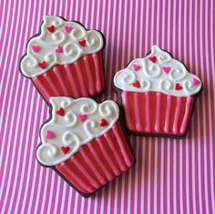 These are cookies, but the prettiest cupcake I've ever seen!! <3 Repinned By:#TheCookieCutterCompany