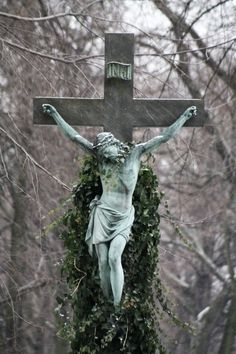 The Crucified Christ he loves us unconditionally! Religious Photos, Religious Art, Jesus Reyes, Jesus Sacrifice, Sign Of The Cross, Jesus Face, Kingdom Of Heaven, Jesus Is Lord, Jesus Cristo