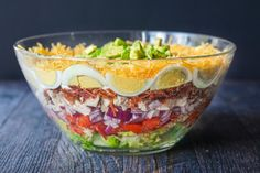 This low carb layered cobb salad is reminiscent of a seven layered salad but with all the fixing of a regular cobbb salad. This low carb layered cobb salad is reminiscent of a seven layered salad but with all the fixing of a regular cobbb salad. Cobb Salad, Salads For Picnics, Low Carb Recipes, Cooking Recipes, Weekly Recipes, Ketogenic Recipes, Seven Layer Salad, Soup Appetizers, Keto Friendly Desserts