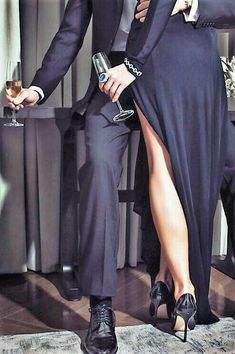 Wears to Grab Attention in the Public – A Must read for Ladies – Love and Intimacy aesthetic couple Wears to Grab Attention in the Public – A Must read for Ladies Romantic Photos, Romantic Couples, Cute Couples, Cute Relationship Goals, Cute Relationships, Couple Photography, Photography Poses, Luxury Couple, Classy Couple