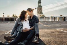 @larissasydekumphotography // Babybauch Session bei Sonnenuntergang // urban // Larissa Sydekum Photography // Hannover Mein Portfolio, Golden Hour, Urban, Couple Photos, Couples, Photography, Outdoor, Hannover, Pregnancy