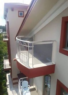 """""""Sie wollten einen Balkon, da haben Sie einen Balkon. Sie haben NICHTS von Tür gesagt!""""   28 Beweise, dass man uns Deutsche keine 5 Minuten alleine lassen darf"""