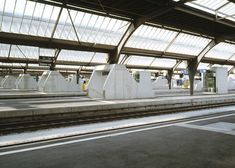 Dürig was commissioned to develop the underground Löwenstrasse Transit Station, which aims to improve the experience for passengers using the cross-city rail link at Zurich's Hauptbahnhof.