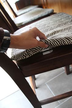 idea by Pepper design  use 4 command strips to hold down the cushion.  Great Idea                      ...