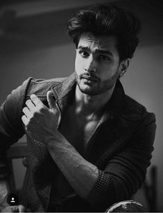 Portrait Photography Men, Photography Poses For Men, Male Models Poses, Male Poses, Hot Guys, Mens Photoshoot Poses, Bollywood, Stylish Boys, Male Man