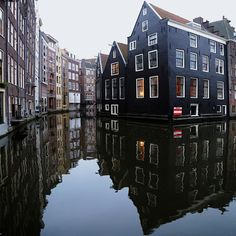 After all that canal exploring, there's no doubt you'll be hungry--here are Amsterdam's top restaurants that no traveler should miss. #kidandcoe #bringthekids