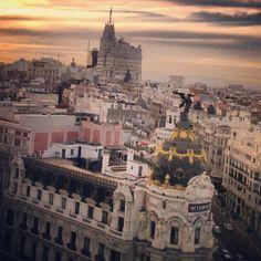My favourite corner in Madrid Madrid, Paris Skyline, Instagram, Places, Therapy, Corner, Travel, Viajes, Mother Art