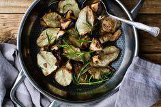 Juureva ruoka-annos valmistuu syksyn sadosta. Vegan Comfort Food, Comfort Foods, Paella, Sprouts, Vegan Recipes, Meals, Dinners, Chicken, Vegetables