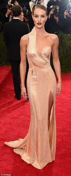 "Best Dressed at Met Gala 2015 ""Sexy Glam"": Rosie Huntington Whiteley in an Atelier Versace Spring 2015 Couture swearl cutout details neutral cream gown at the Metropolitan Museum of Art Costume Institute Gala 2015 ""China: Through the Looking Glass"". Sexy Dresses, Beautiful Dresses, Nice Dresses, Prom Dresses, Formal Dresses, Beautiful Lines, Rosie Huntington Whiteley, Atelier Versace, Graduation Dresses"