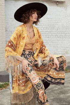 Bohemian Style, Hippie Boho, Boho Chic, 1970s Hippie, Happy Hippie, Lace Bustier, Hippie Outfits, Mystic, Boho Fashion