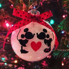 Mickey and Minnie Disney Ornaments, Mickey and Minnie Christmas, Mickey Mouse Ornament, Disney Chris Disney Christmas Crafts, Disney Christmas Decorations, Diy Christmas Lights, Christmas Ornament Wreath, Mickey Christmas, Decorating With Christmas Lights, Christmas Diy, Disney Crafts, Elegant Christmas