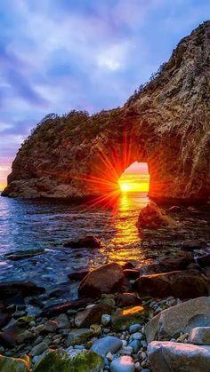Sangamon Japonsko morská pláž skalné oblúky slnečné lúče západ slnka