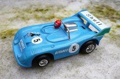 Matra simca ms670c shell gitanes racewagen 1975. Fabrikant: pilistil italy. Kunststof model. Schaal 1/43, lengte 12 cm. Kunststof model met electromotortje. Conditie: netjes, origineel. Bod vanaf