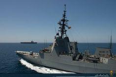 La fragata 'Cristóbal Colón' y el portaaviones estadounidense 'USS Harry S. Truman' se encontraron en la mar en el Golfo de Omán - 2014