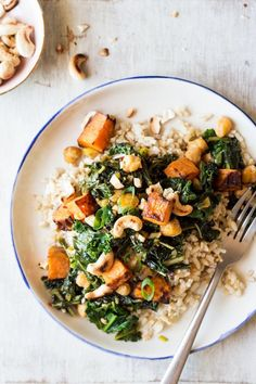 Sweet potato hash with kale and miso makes for a delicious main meal. It& easy to make, filling, nutritious and gluten-free to boot. Kale Recipes, Whole Food Recipes, Vegetarian Recipes, Dinner Recipes, Healthy Recipes, Recipies, Lazy Cat Kitchen, Clean Eating, Healthy Eating