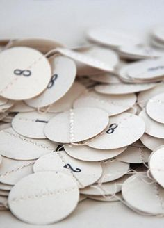 Mi-avril: Wonderful paper garlands