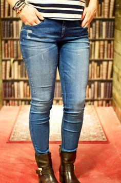 Brothers Jeans - #trend #70style #books #2016 #cognac #outfit #inspiration Outfit of the day! #stripes #blue #amsterdam #maisonandscotch #scotch and #soda Jeans: Maison Scotch — bij Brothers Jeans.