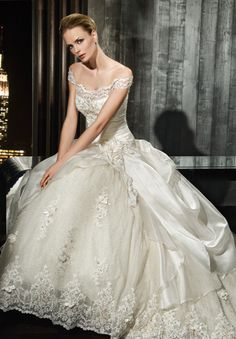Beautiful Lace Off the shoulder Wedding Dress Bridal Gown