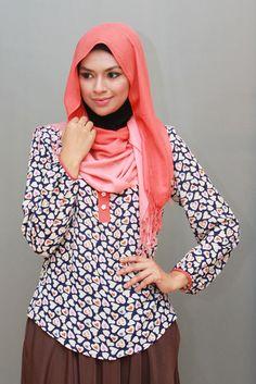 Love Print Tops - Asma II in navy blue Hijab Tutorial, Printed Blouse, Modest Fashion, Blouses For Women, Cool Designs, Beautiful Hijab, Niqab, Shawl, Navy Blue