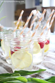 paper straws and canning jars for drinks - the perfect drink for Spring and Easter | Spring Table Ideas