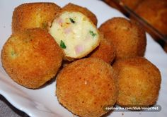 Vařené nebo pečené brambory či vařená rýže je klasická příloha k masu. Vyzkoušejte připravit bramborové krokety se šunkou, sýrem a cibulkou.