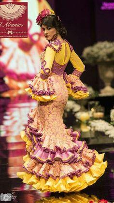 Peinados para Trajes de Gitanas en Cordoba Estilos formas y Colores Palma del Rio Tercera Parte Spanish Dress, Spanish Culture, African Dresses For Women, Fishtail, Diy Clothes, Fashion Art, Disney Princess, Formal Dresses, Flamenco Dresses