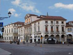Piazza Castello, Vicenza, Italy (ph. Saverio Bortolamei)