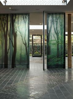 Soundproofed glass wall Visio 85 allows for a flexible division of space