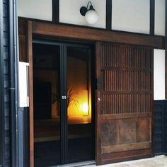 Japanese Modern House, Japanese Home Design, Japanese Restaurant Interior, Restaurant Interior Design, Bedroom Minimalist, Minimalist Home, Japanese Architecture, Modern Architecture, Old Style House