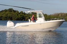 Everglades 230cc - luxury family fishing in a 23-foot center console