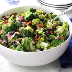 Healthy calories in broccoli salad with bacon and raisins just on star food reci. - Broccoli salad with bacon - Salat Church Potluck Recipes, Potluck Dinner, Dinner Recipes, Broccoli Salad Bacon, Broccoli Recipes, Salad Recipes, Spinach Pasta, Bacon Salad, Food Dishes