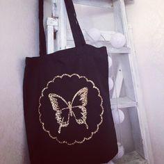 "16 gilla-markeringar, 4 kommentarer - J E N N Y 🇸🇪 (@__jennykarlsson__) på Instagram: ""Svart #tygkasse med fjäril i leopardmönstrat tryck. #htv #vinyl #silhouettecameo #silhouettesverige…"""