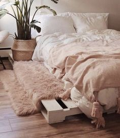 Mar 2020 - Cool DIY ideas for white pallet bed frames Ah, the elusive DIY pallet bed frame idea, it is minimalist and rustic with just a hint of farmhouse chic. A handmade pallet bed frame is just about as ea… Pallet Bed Frames, Diy Pallet Bed, Wood Pallet Beds, Bed Pallets, Pallet Sofa, Pallet Ideas, Pallet Projects, Cool Bed Frames, Diy Bed Frame