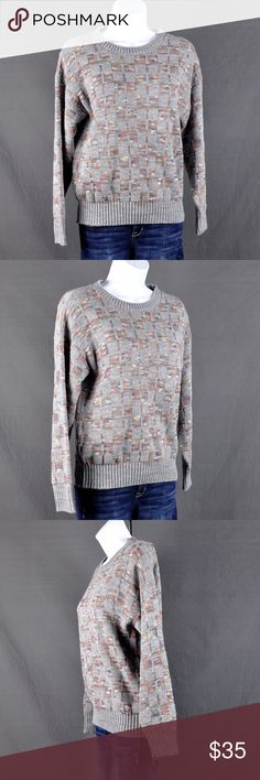 "Vintage Grey Print Crew Neck Sweater Sz: M Crew neck Sweater is in very good condition. Size tag and brand tag missing. Appears to fit like a Medium but please refer to measurements for exact fit:  Measured flat:  Shoulder: 19.5"" bust: 18"" Waist: 16 3/4"" Hem: 12"" Length:22 3/4"" Sleeve length A: 11 3/4"" sleeve length B: 18.5"" Cuff: 3 1/4""  Smoke free pet friendly home.  ❤️bundles ❌trades Please check out the rest of my closet, tons of goodies to be had💕 Sweaters Crew & Scoop Necks"