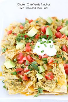 Loaded nachos made with Slow Cooker Chicken Chile Verde, melted cheese, and all of your favorite toppings! These nachos are perfect for game day! Slow Cooker Huhn, Slow Cooker Chicken, Slow Cooker Recipes, Crockpot Recipes, Chicken Recipes, Cooking Recipes, Recipe Chicken, Mexican Food Recipes, New Recipes