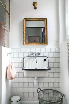 Bathroom Inspo, Laundry In Bathroom, Lavabo Vintage, Rainbow House, Chalet Interior, Old Bathrooms, My House Plans, Pad Design, Bathroom Interior Design