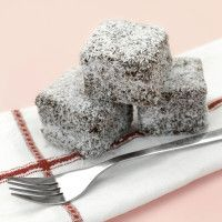 Bake up a storm January 26 with this Australia Day Lamingtons recipe! Chocolate Marshmallow Cake, Chocolate Marshmallows, Love Chocolate, Chocolate Cake, Australian Party, Australian Food, Australian Recipes, Aussie Food, Pastel
