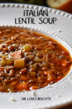 This Italian Lentil Soup is both healthy and delicious. Your whole family will love it! Best Picture For Italian Recipes bread For Your Taste You are looking for som Healthy Hearty Soup, Vegetarian Soup, Hearty Recipe, Vegan Soups, Italian Lentil Soup Recipe, Lentil Soup Recipes, Healthy Lentil Recipes, Vegan Recipes, Italian Foods