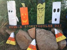 22 Halloween Decorations Made Out Of Recycled Pallets • Page 2 of 2 • 1001 Pallets