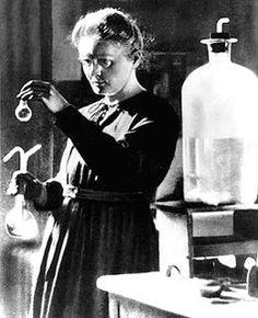 Apres ca, j'ai continue le travaille et parce que j'ai isole le radium, j'ai recois le Prix Nobel de Chimie en 1911! Maintenant, je suis un l'icone pour scientifique recherche.