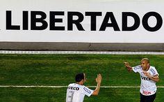 Saravá São Jorge! Finalmente, o Corinthians é campeão da Copa Libertadores da América. (GazetaPress)