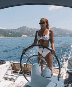 How to Take Good Beach Photos Summer Feeling, Summer Vibes, Bikini Mode, Boat Girl, Summer Goals, Summer Aesthetic, Beach Bum, Beach Photos, Summertime